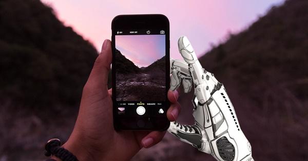เทคโนโลยีเปิดกล้องในมือถือ และซูม 100 เท่า
